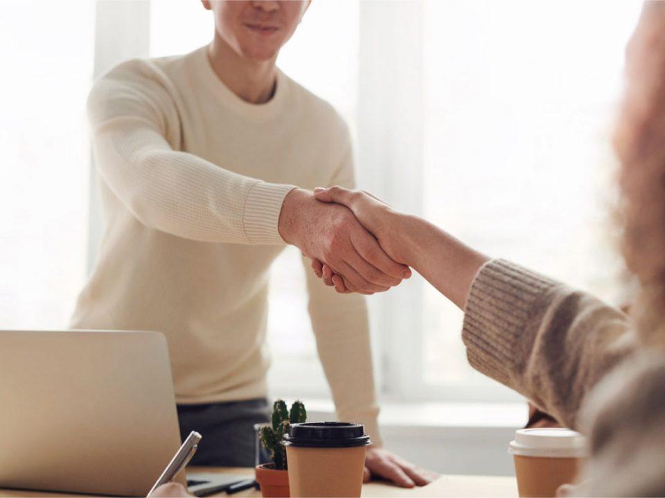 cómo emprender con un negocio